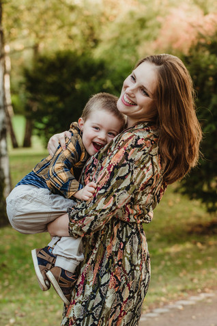 family photoshoot in the park, monther with her son