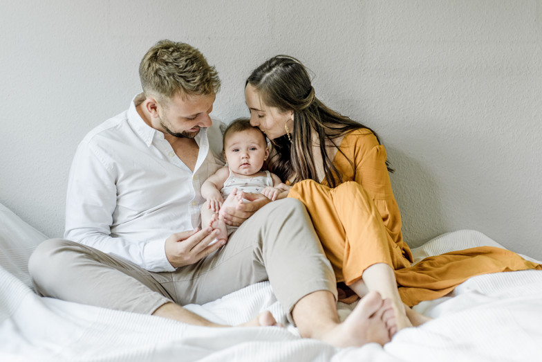 family photoshoot, baby girl, familien fotoshooting Berlin, lifestyle, natural