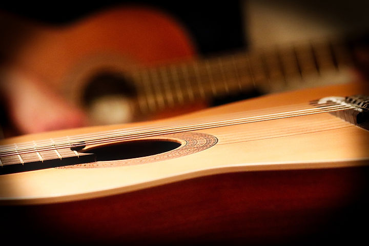 classical-guitar-3817990_1920.jpg