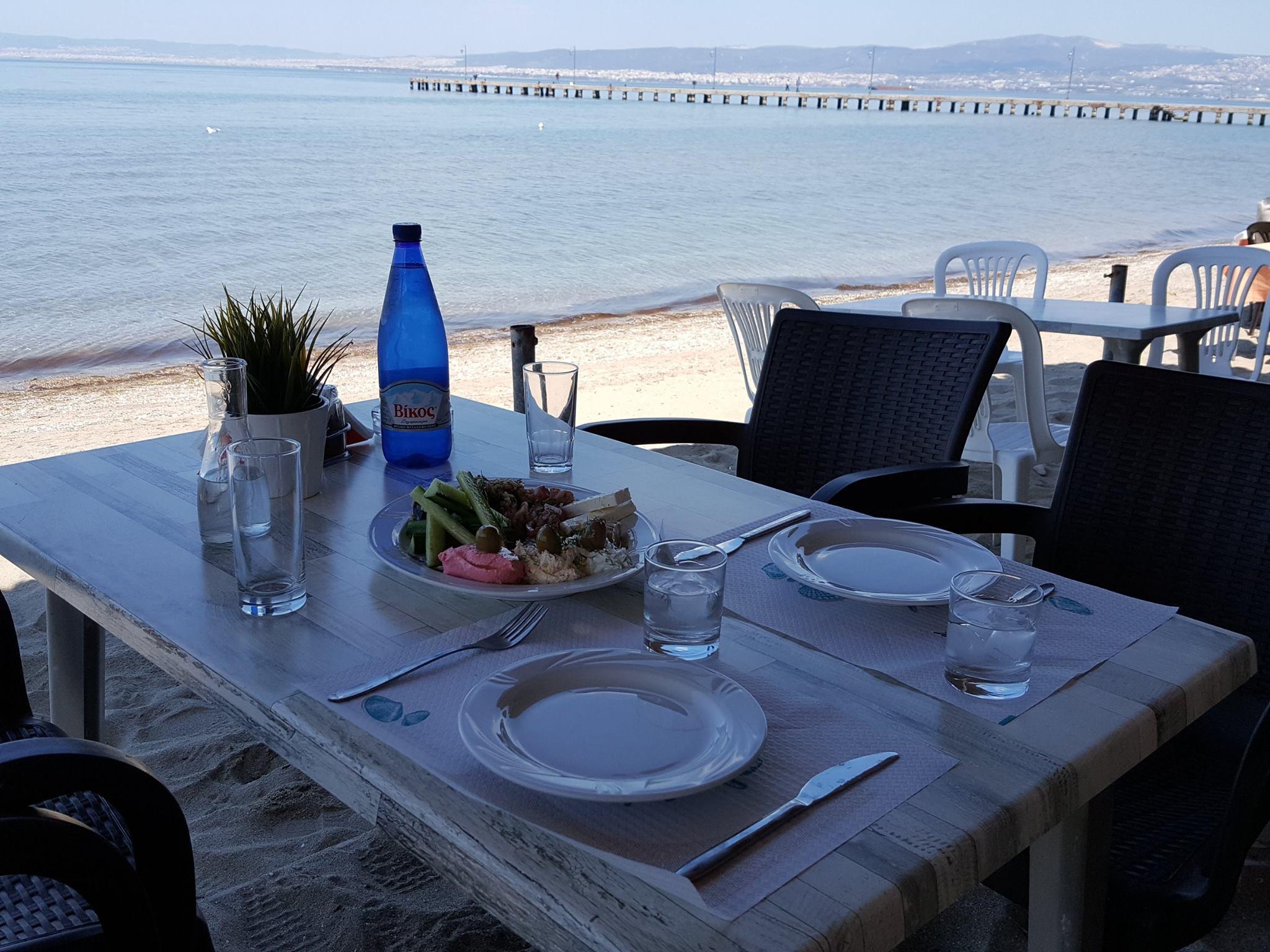 Τραπέζι στην παραλία