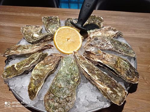 12 huîtres fermées + couteau; Imperatorskaya M
