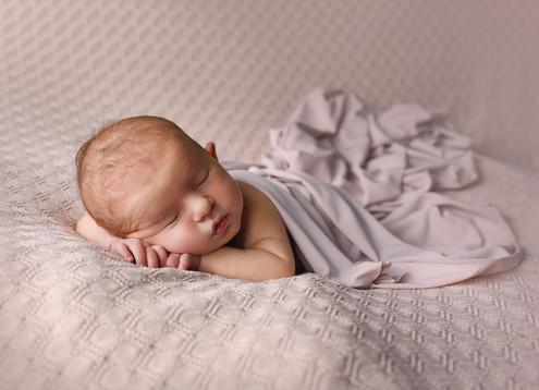 Újszülött fotózás Veresegyház 11