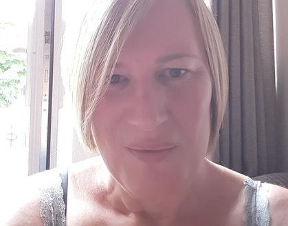 Julie selfie.jpg