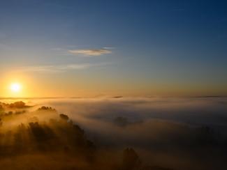 Lever de soleil sur le marais des Baux