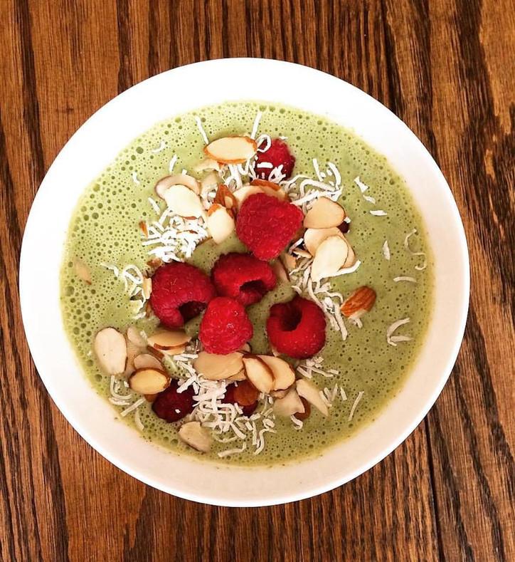 Matcha green tea smoothie bowl