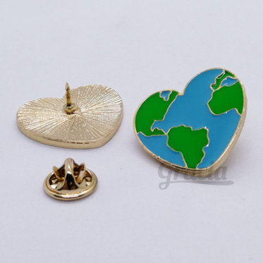 Prendedor Corazón Mundo