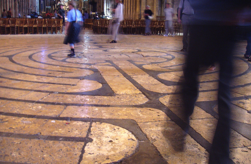 Labyrinth_at_Chartres_Cathedral.jpg
