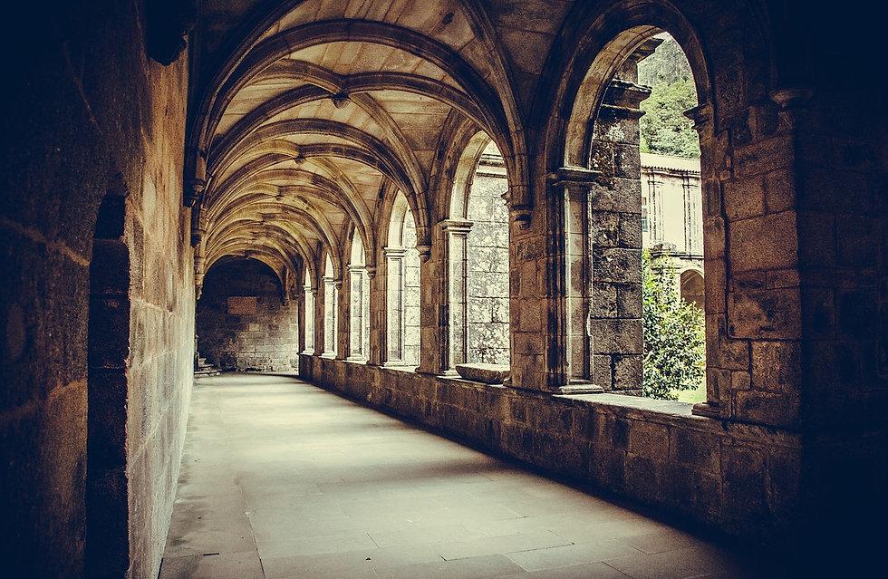 cloister-1591302_1280.jpg