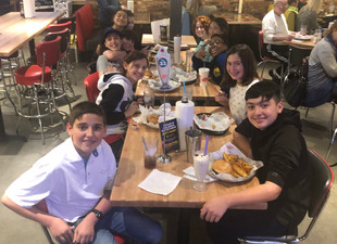 Spirit Night Fun at Fuddruckers!