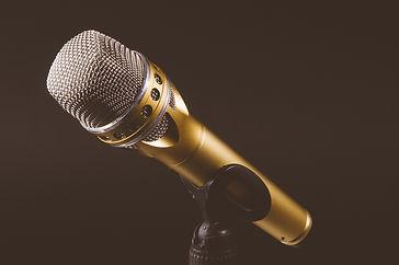 microphone-1246057_1920.jpg