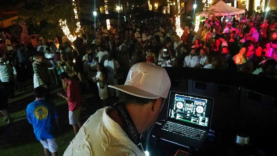 Huge crowd where I opened for Reggae Star Tanya Stephens.