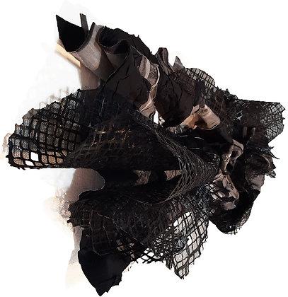 Escultura em tecido preta
