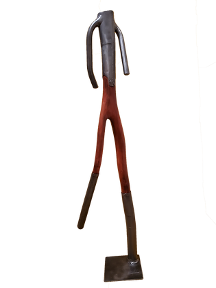 Silhueta Masculina em Ferro e Madeira Avermelhada
