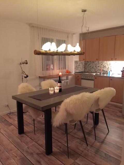 Küche mit liebevollem Esstisch