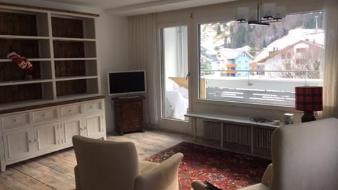 Das Wohnzimmer mit wundervollem Blick auf den Titlis