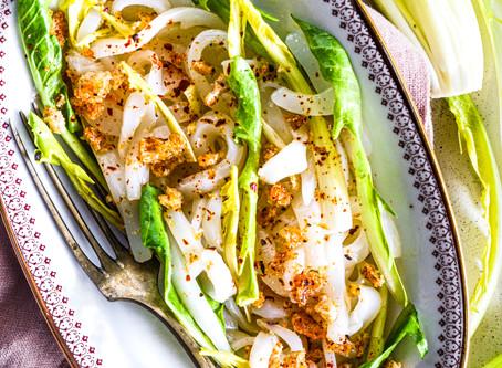 Insalata di seppie crude, cicoria e pane croccante al peperone dolce di Altino