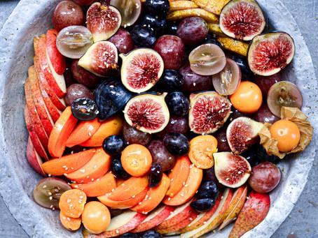 Insalata di frutta autunnale al miele e sesamo