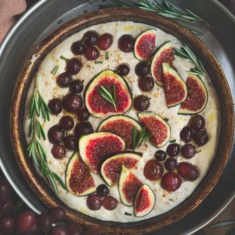 Focaccia sofficissima all'uva e fichi