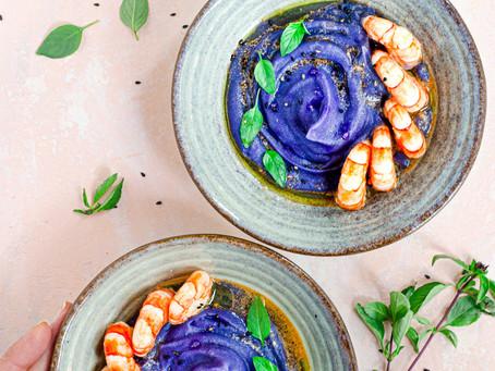 Vellutata di patate viola e gamberoni