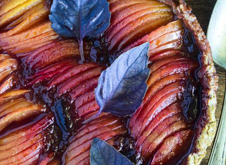Crostata di prugne al basilico viola