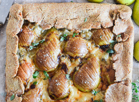 Crostata salata alle pere estive e gorgonzola