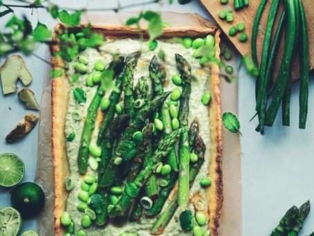 Crostata di brisé con asparagi ed edamame al miso