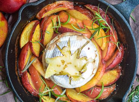 Camembert con pesche al rosmarino