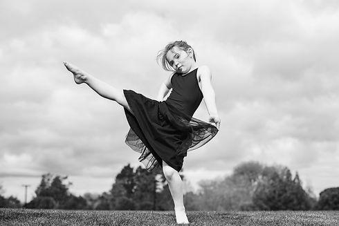acro dance LR-8817bw.jpg