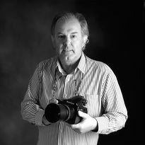 Retrato corporativo de Paco Breva, fotógrafo en Fotoestudio Breva