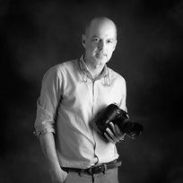 Retrato corporativo de Vicente Breva, fotógrafo en Fotoestudio Breva