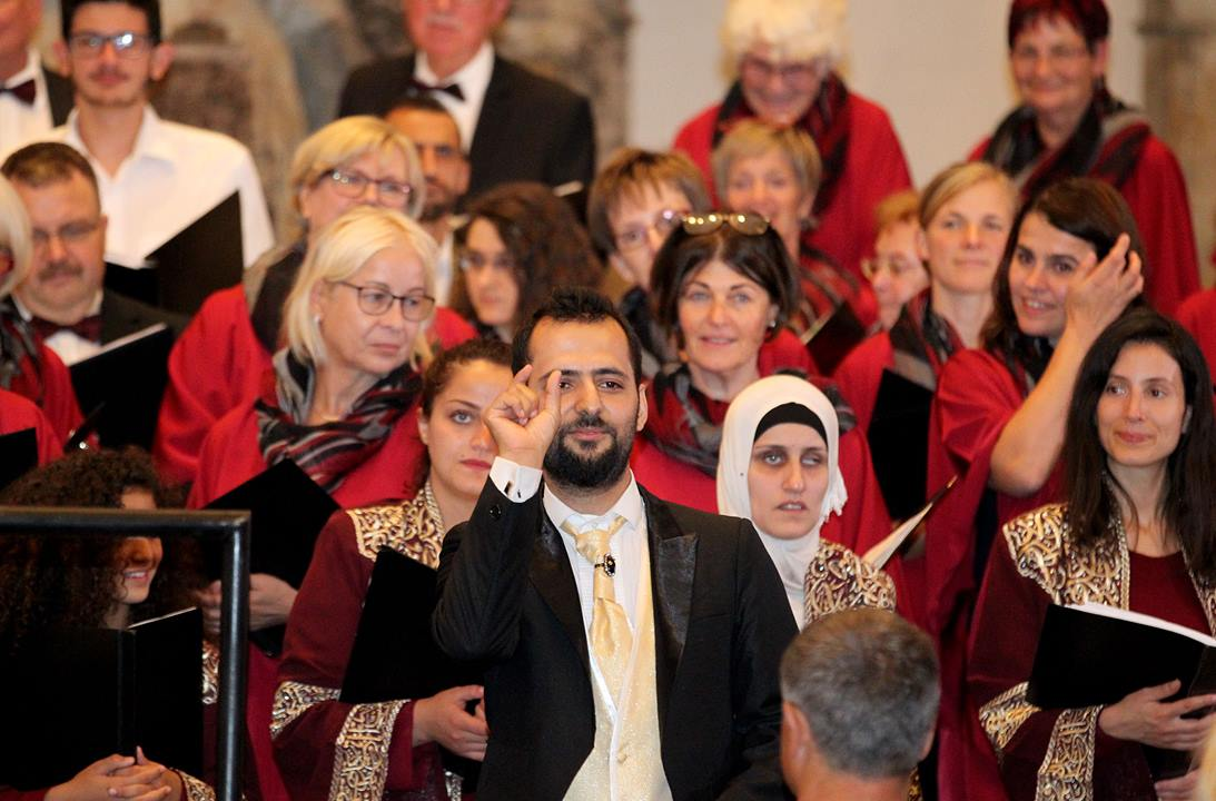Hal Alsmar Ellon with the new choir in Dresden . Germany