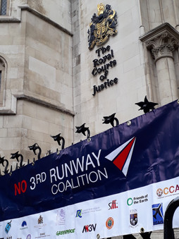Coalition-banner-outside-courts-4.10.201