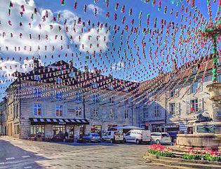 Place centrale d'Arbois prête à fêter le Biou