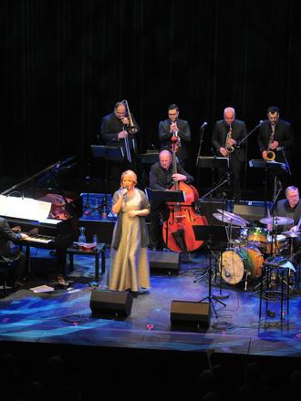 Karin Bachner und Pocket Big Band_Akzent Theater