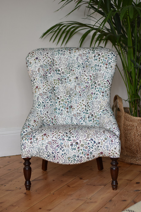 // Buttoned Bedroom Chair