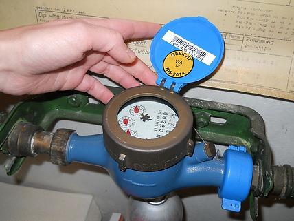 water-meter-reader-278897_1920.jpg