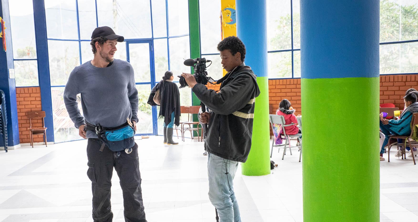 El protagonista Camilo explorando con la cámara.