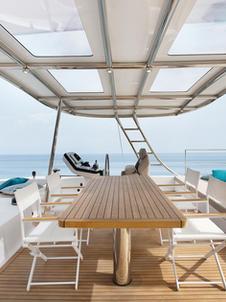 Flybridge with sunbeds