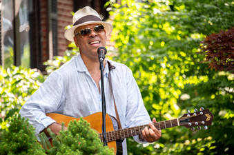Beau Dixon performing at Porchside Songs