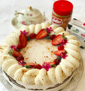 עוגת גבינה ושוקולד לבן, בננות, שוקולד מריר וקרם לוטוס