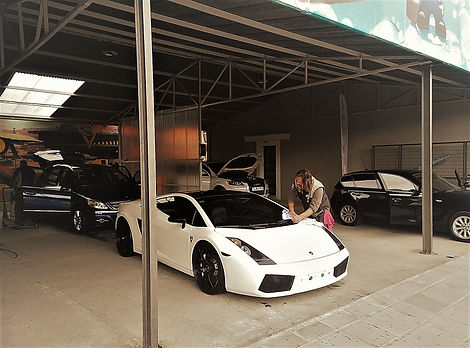 Lamborghini Gallardo washed in car wash, mercedes, audi, bmw