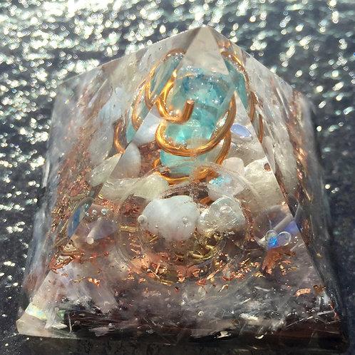 """Orgonite Reiki Morganite Pyramid 2"""" wide x 2"""" tall"""