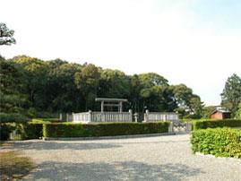 安楽寺の近くにある継体天皇陵