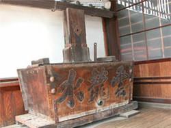 安楽寺に残されている雲龍水(消防ポンプ)