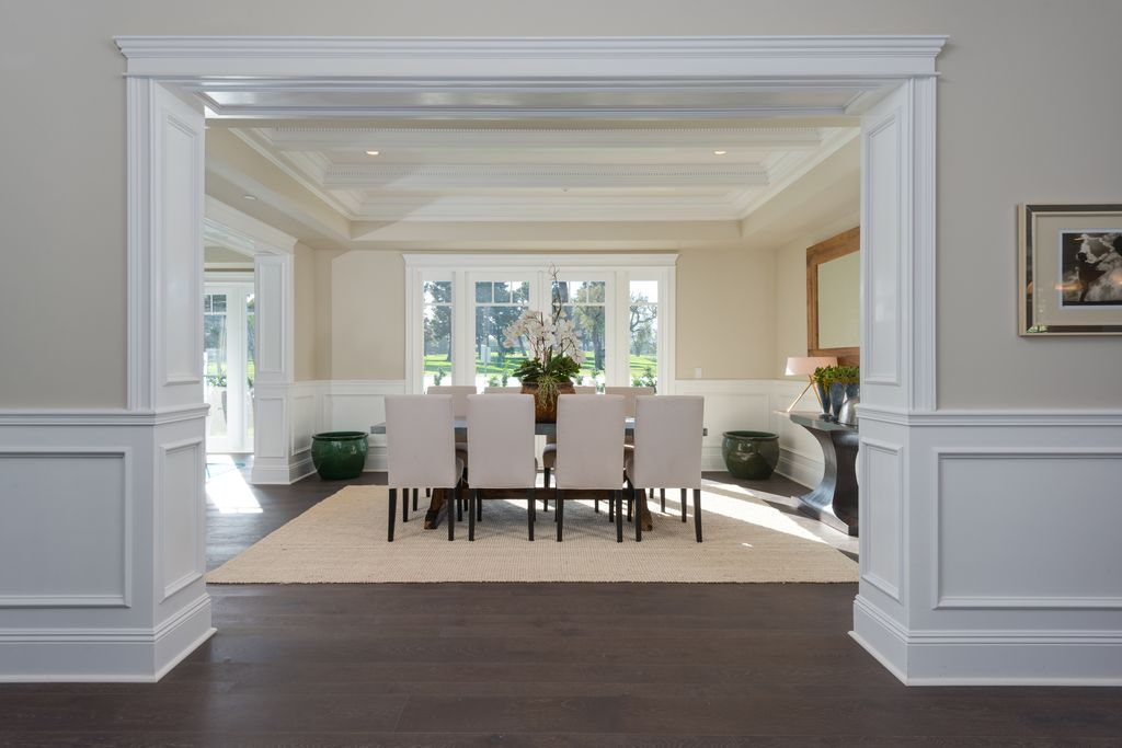 traditional-dining-room-with-crown-molding-and-wainscoting-i_g-IS99pi5aqc5i530000000000-TGhqY