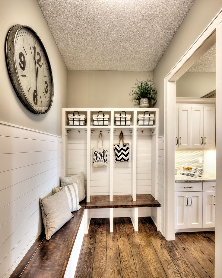 9f8219acb0bd4b6d799435b9555cfb3f--garage-entryway-mudroom-dream-entryway