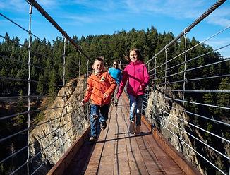 web_lifestyle_bridge_maur_mere_highres_R