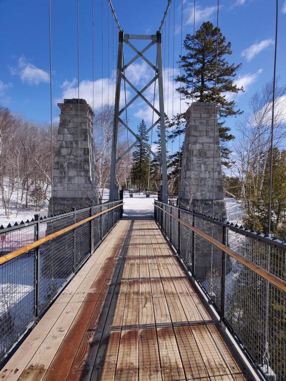 Pont présent aux chutes de Montmorency.