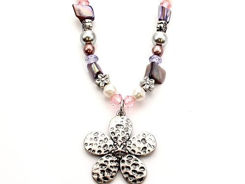 Flower and Shell Chip Necklace