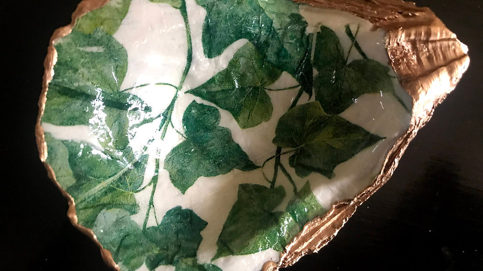 """""""Green Ivy"""" - Oyster Ornament"""